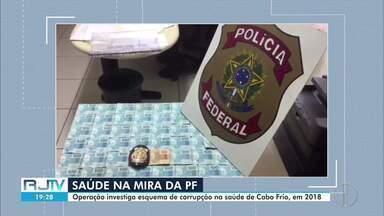 Polícia Federal cumpre mandados de busca e apreensão em Cabo Frio, no RJ - Ação aconteceu em outras cidades do Rio e Espírito Santo e investiga indícios de fraudes na compra de medicamentos e pagamento de exames. Segundo a Polícia Federal, o rombo aos cofres públicos pode chegar aos R$ 7 milhões.