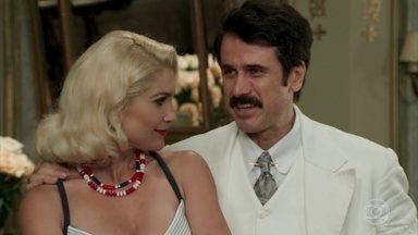 Sandra e Ernesto despistam Anastácia, que dispensa os trabalhos de Jack - Anastácia diz que já encontrou Candinho
