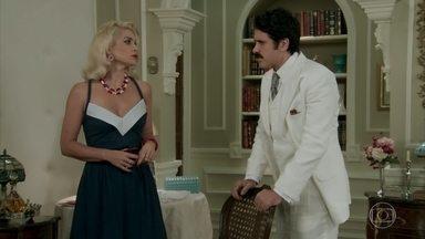 Sandra vê Maria conversando com Jack e sugere a Ernesto que tirem o detetive de vez de seu caminho - Sandra acha que o detetive pode estragar seus planos