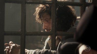 Joaquim lamenta não ter se despedido de Elvira - Ele desabafa com Bonifácio e diz que Elvira era uma boa mãe para Quinzinho