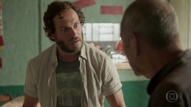 Dino perde oficina para o agiota - Gilda fica desesperada. Dayse consola a mãe, dizendo que Eliza vai vencer o concurso da Totalmente Demais