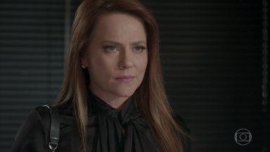 Lili manda Carolina avisar à imprensa sobre o fim do concurso - Carolina tenta explicar para a dona da Bastille que não aconteceu nada entre ela e Germano, mas não consegue convencer Lili. Germano desabafa com Jonatas