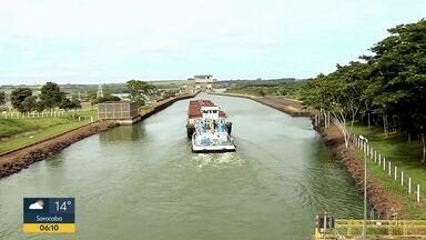 Obras na hidrovia Tietê-Paraná amplia canal - Implosão vai facilitar passagem de barcos.