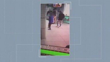 Confira as notícias que são destaque no G1 - Dupla assalta e rende clientes que esperavam pedidos em um bar no Embaré, em Santos