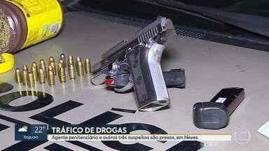Agente penitenciário de Ribeirão das Neves é preso suspeito de tráfico de drogas - Um agente penitenciário e outras três pessoas foram presas na noite desta quarta-feira (17) em Ribeirão das Neves, na Região Metropolitana de Belo Horizonte, suspeitas de tráfico de drogas.
