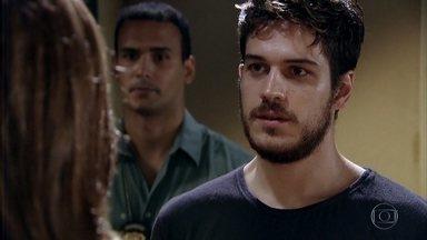 Amália avisa que contratou um advogado para Rafael - Rafael fica aliviado ao perceber que Amália ainda o ama