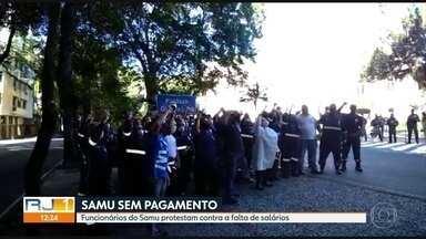 Funcionários do Samu fazem protesto contra falta de salários - Médicos, enfermeiros e técnicos dizem que não receberam o salário de maio. Os funcionários realizaram um protesto em frente ao Palácio Guanabara.