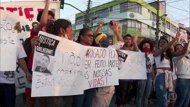 Morte de jovem na periferia de SP provoca protestos contra violência policial - Mortes provocadas por ações da policia subiram 53% em abril deste ano em comparação ao mesmo mês do ano passado. Foram 119 casos, ou seja, um a cada seis horas.