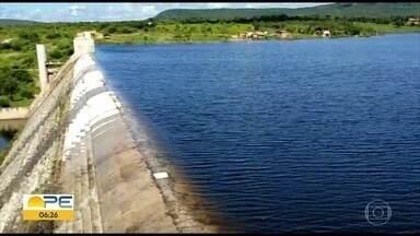 Barragem Pedro Moura começa a sangrar, em Belo Jardim - Defesa Civil da cidade e de Caruaru estão em alerta.