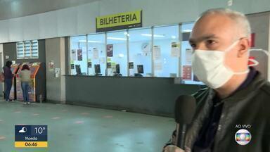 Passageiros devem usar máscaras e evitar aglomerações - Muita gente que precisa usar os ônibus e metrôs em Belo Horizonte, sabe da necessidade das máscaras e também de evitar aglomerações. Especialista fala de algumas orientações importantes
