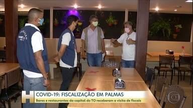 Covid-19: fiscais orientam donos de bares e restaurantes em Palmas - Fiscalização acontece depois de uma semana da reabertura no TO