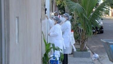 Marília faz ação de casa em casa para vacinar contra a gripe e fazer testes de Covid-19 - Estratégia abrange 12 bairros da cidade. Exames de coronavírus serão feitos em pessoas com sintomas e prefeitura também vai distribuir máscaras.
