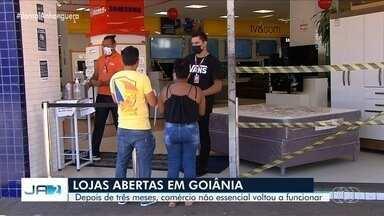 Comércio em geral volta a funcionar após três meses, em Goiânia - Lojistas precisaram seguir uma série de regras para evitar a propagação da Covid-19.
