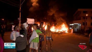 Moradores protestam no bairro Vale Encantado em Vila Velha, ES - Veja na reportagem.