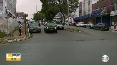Isolamento aumenta, mas Caruaru e Bezerros registram pessoas nas ruas mesmo com restrições - Em Caruaru, até festa foi registrada durante o final de semana, apesar de um movimento menor nas ruas.