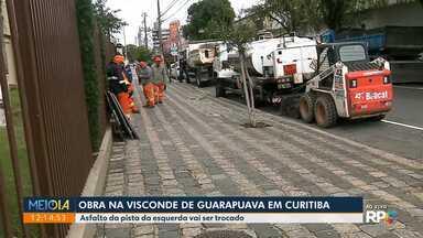 Obra na Visconde de Guarapuava - Asfalto da pista da esquerda vai ser trocado.