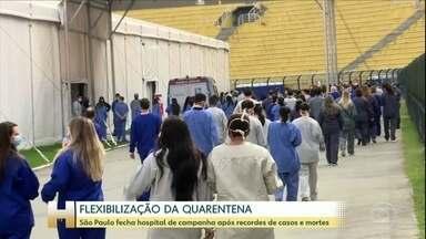 Hospital de Campanha do Pacaembu é fechado após últimos pacientes receberem alta - Dois pacientes deixaram unidade para tratamento de pacientes com coronavírus sob aplausos. Covas diz que não há previsão para desativação do Hospital de Campanha do Anhembi.