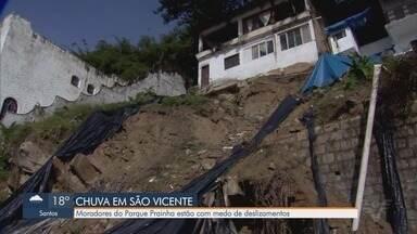 Moradores do Parque Prainha em São Vicente estão com medo de deslizamentos - Eles esperam as obras de contenção há quatro meses em encosta que caiu.