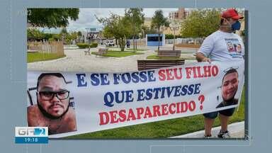 Familiares e amigos de jovens desaparecidos fazem manifestação no centro de Petrolina - A manifestação foi no semáforo da avenida Guararapes, em frente à prefeitura.
