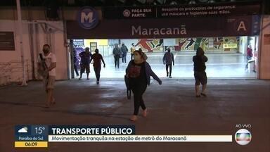 Movimentação na estação do Metrô do Maracanã - Metrô com moivimento reduzido mesmo com a flexibilização do isolamento . Passageiros acreditam que o movimento está 70% menor . Fiscalização funciona bem na manhã mas à tarde , a fiscalização está menor