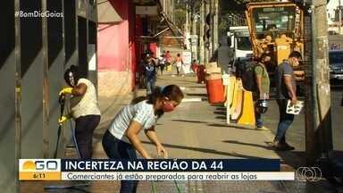 Empresários se preparam para reabrir lojas na Rua 44, em Goiânia - Associação desaprovou medida intermitente de fechamento proposta pelo governo de Goiás.