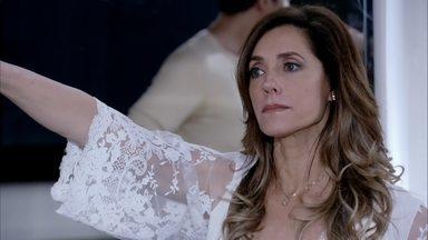 Tereza tenta expulsar René e Griselda de sua casa - O chef passa um sermão na ex-mulher por ter permitido que o filho flagrasse Pereirinha na cama da mãe