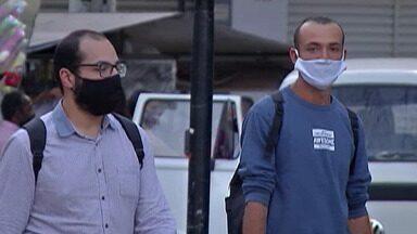 Pesquisador explica a importância das máscaras para proteção contra o coronavírus - Antes, para sair de casa, era preciso apenas pegar a bolsa e o celular. Agora a máscara também se tornou um item indispensável.