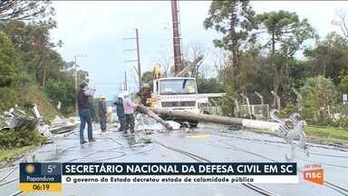 Bolsonaro anuncia que vai sobrevoar SC após estado decretar calamidade pública - Bolsonaro anuncia que vai sobrevoar SC após estado decretar calamidade pública