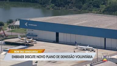 Embraer negocia abertura de PDV para funcionários em férias coletivas - Empresa possui 10 mil funcionários nas unidades de São José dos Campos e Taubaté