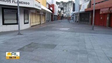 Veja como está a movimentação no Centro de Maceió após retomada gradual do comércio - Douglas Lopes tem mais informações.