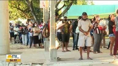 Movimento nos coletivos aumenta com o começo da fase laranja do Decreto Estadual em Maceió - Veja como está o movimento no terminal do conjunto Graciliano Ramos.