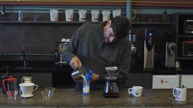 'Mãos à obra' ensina dicas para preparar diferentes cafés - Novo quadro do Bom Dia Rio Grande mostra receitas no estilo 'faça você mesmo'.