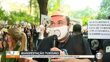 Guias de turismo protestam pelo pagamento de auxílio já aprovado em lei - Manifestantes se agruparam na porta do Palácio Guanabara, sede do Governo do Estado.
