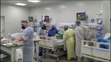 Taxa de ocupação das UTIs chega a 90% em Goiás - Três dos cinco hospitais de campanha do estado não tinham vagas de UTI nas últimas horas, inclusive o Hospital de Águas Lindas, o único construído pelo governo federal no Brasil inteiro.