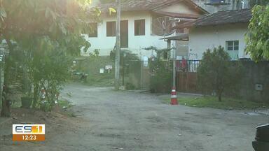 Moradores estão incomodados com a quantidade de poeira na rua Piraqueaçu, em João Neiva - Veja a reportagem!
