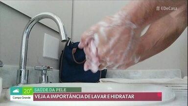 Covid-19: crianças e adultos estão lavando mais as mãos - Veja dicas para evitar as mãos ressecadas.