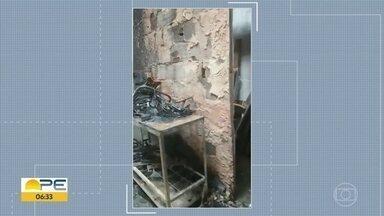 Incêndio destrói oficina de estofados no Recife - Corpo de Bombeiros foi acionado, mas não houve feridos.