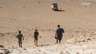 O Início Da Aventura - Inicia-se a aventura África 360, uma viagem planejada pelos amigos de infância Jatyr e os irmãos Azulay, para darem a volta completa por toda a costa africana durante dois anos, dentro de um caminhão alemão reformado.