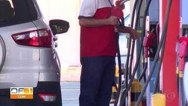 Seis deputados distritais aumentam gasto com combustível durante pandemia - Um deles colocou gasolina suficiente para viajar até Buenos Aires, na Argentina, ou atravessar o Oceano Atlântico até perto da África.