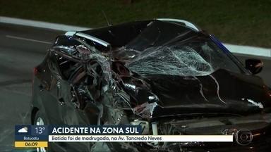 Acidente entre carro e caminhão na Zona Sul - Colisão aconteceu na Avenida Tancredo Neves.