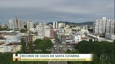 Santa Catarina tem recorde de casos da Covid-19 - Prefeituras estudam aumentar restrições depois do avanço do novo coronavírus.