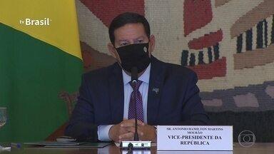 Mourão diz que pode manter operação das Forças Armadas na Amazônia até fim de 2022 - Vice-presidente participou nesta quarta (15) de reunião do Conselho da Amazônia. Governo anunciou que pretende começar a regularizar terras públicas ocupadas na região.