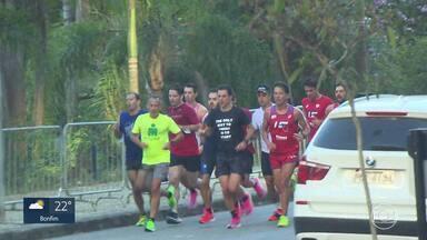 Grupo participa de maratona sem proteção contra o coronavírus - Participantes estavam sem máscara, que tem uso obrigatório em BH.