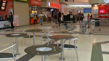 Shopping de Suzano tem movimento tranquilo na fase amarela do Plano SP - Centros de compras da região ainda sofrem os efeitos da quarentena e, com capacidade reduzida, ficam pouco movimentados.