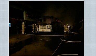 Corpo de Bombeiros é acionado para apagar incêndio em ônibus - Corpo de Bombeiros é acionado para apagar incêndio em ônibus