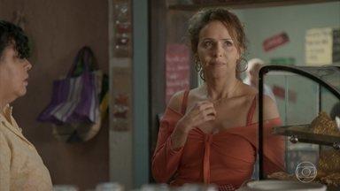 Dayse e Carlinhos comemoram viagem para o Rio de Janeiro - Gilda teme a reação de Dino quando reencontrar Eliza e Leonor pergunta se a amiga vai contar alguma coisa para Germano