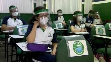 Manaus é a primeira capital a retomar as aulas na rede particular - Escolas públicas ainda não têm previsão de reabrir. Veja como é a nova rotina dos alunos de Manaus.