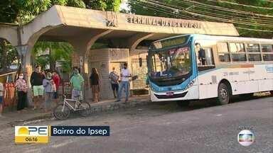 Moradores do Ipsep reclamam de dificuldade para pegar ônibus no bairro - Falta de linhas de ônibus dificulta a rotina de quem depende do transporte público.