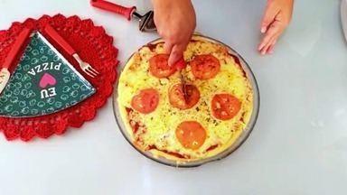"""""""Faça em Casa"""" ensina pizza de micro-ondas - A telespectadora Cláudia Leitão, de Aguaí (SP), é quem dá a dica!"""