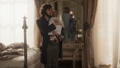 Joaquim canta para Vitória - Ele tenta acalmar a filha, que sente falta que mãe